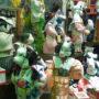 びゅうプラザに木目込み人形の行列